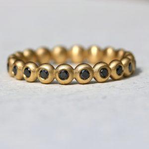 טבעת זהב אטרניטי יהלומים שחורים