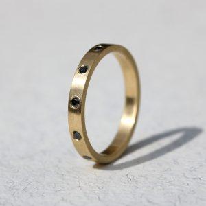 טבעת זהב 14K בשבוץ יהלומים