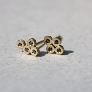 עגילי זהב בשיבוץ יהלומים