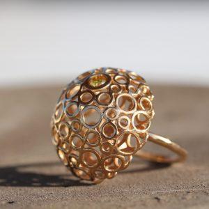 טבעת זהב גדולה בצורת פטריה