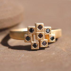 טבעת 5 אבנים יהלומים שחורים