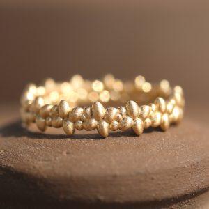 טבעת זהב חלוקי נחל
