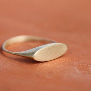 טבעת חותם אובלית