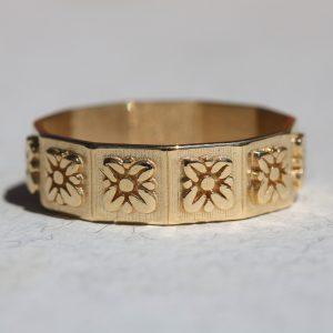 טבעת זהב ריבועי פרחים