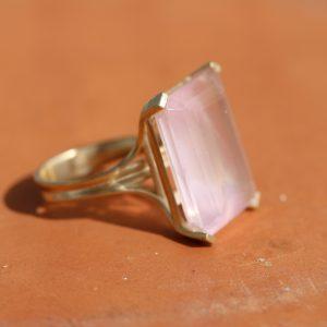 טבעת זהב 14K משובצת רוז קוורץ