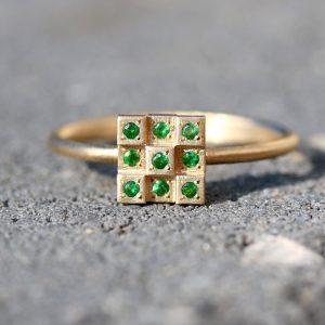 טבעת זהב 14K בשבוץ אמרלד