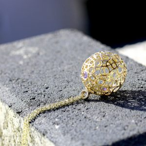 תליון זהב בשיבוץ טנזנייט