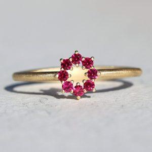 טבעת כתר בשיבוץ רובי
