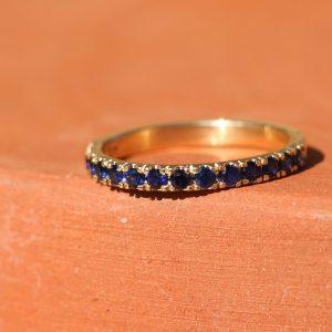 טבעת זהב בשיבוץ ספיר כחול